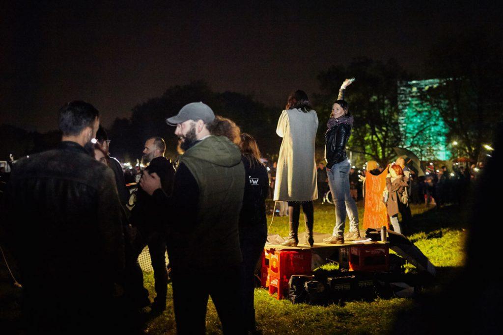 bogacka-fotografia-parasolka--krakowska-akcja-w-ramach-czarnego-protestu