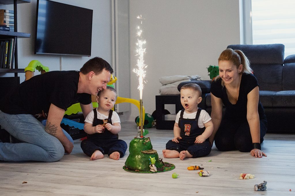 bogacka-fotografia-leo-i-hugo--sesja-fotograficzna-z-okazji-pierwszych-urodzin