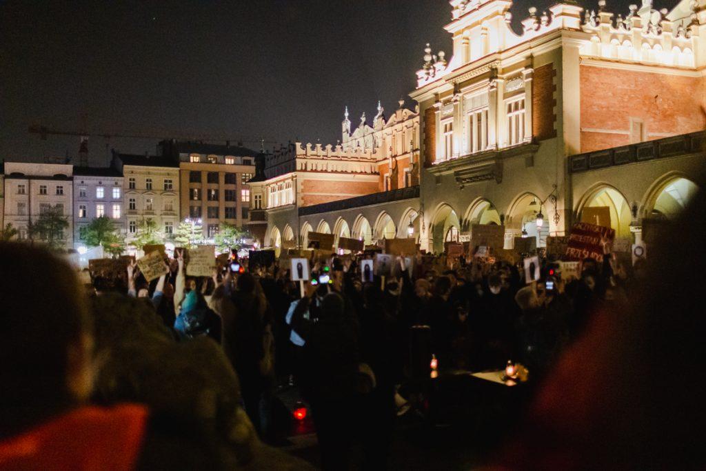 bogacka-fotografia-krakoacutew-maopolska-281020--wieczorny-strajk-kobiet-w-krakowie